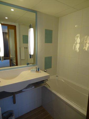Novotel Reims Tinqueux: Bathroom