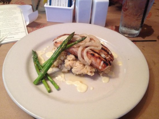 Ketch 55 Seafood Grill: Grilled Mahi over grits