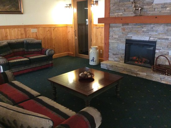 The Cariboo Inn: Lobby Fireplace Area