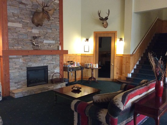 The Cariboo Inn: Lobby Fireplace Area 2