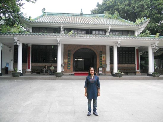 Huaisheng Mosque: infront of the Prayer Hall