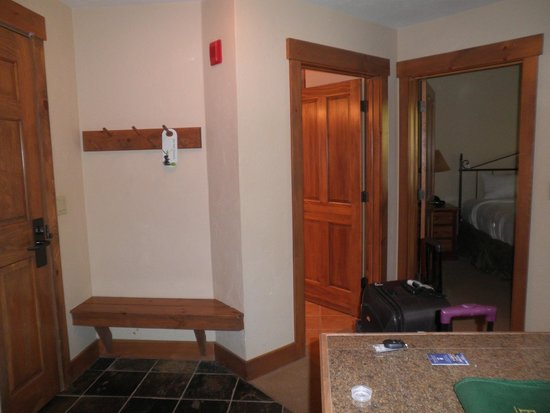 Mountain Thunder Lodge: Entryway-one bedroom