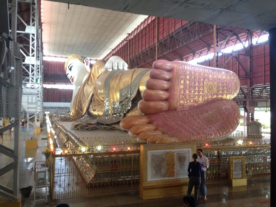 Chaukhtatgyi Buddha: Reclining Buddha
