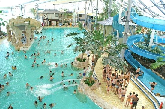 Les antilles de jonzac centre thermoludique picture of for Hotels jonzac
