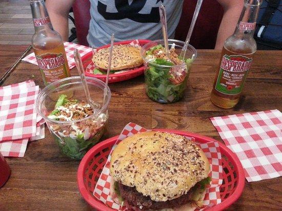 Burger'N'Co: Burger et salade