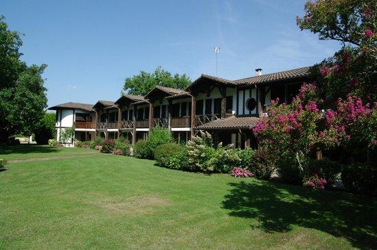 Auberge des Pins : Chambre (avec terrasses) vue sur la parc