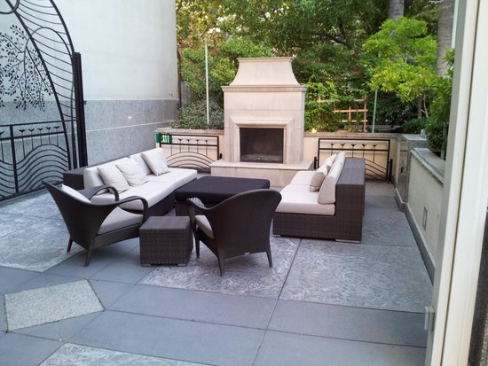 Hyatt Regency Sacramento : outdoor lounge area