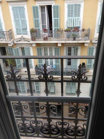 Grand Hotel le Florence : вид с нашего балкона на соседний дом