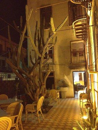 Hotel Villa Archirafi: esterno/giardino