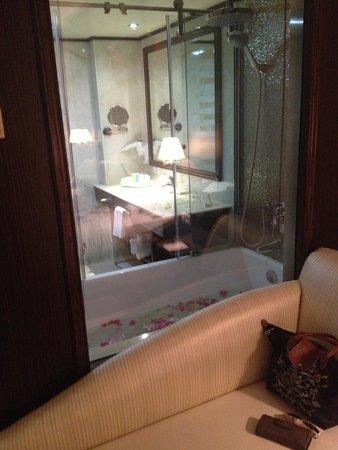 Golden Lili Resort & Spa: Bathroom