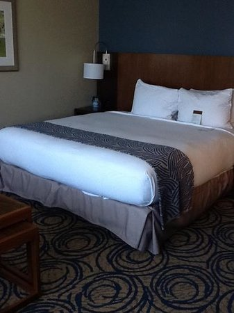 DoubleTree by Hilton San Diego - Del Mar: king room on hilton honors floor.