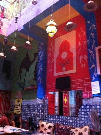 Rainbow Marrakech Hostel: Área de uso comum, café da manhã, janta