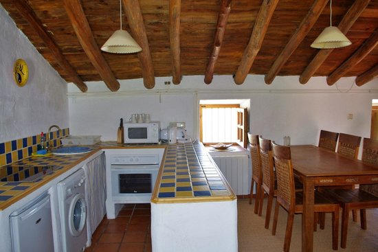 Finca Retama Farmstead: Finca Retama Farmhouse Apartment kitchen/diner