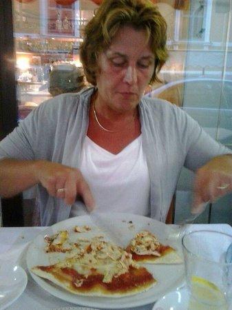 Rossi Tiziano: Een heerlijke dunne pizza met kip!