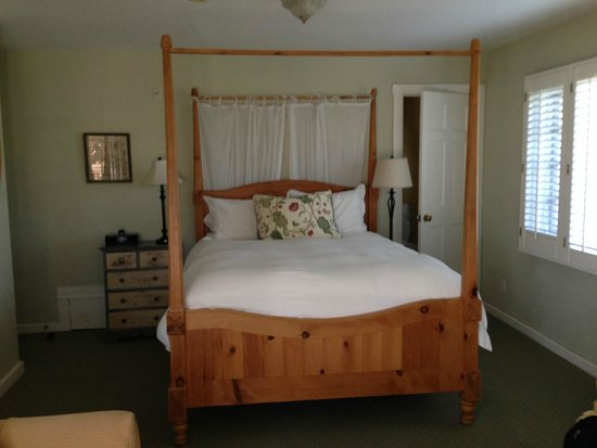 Channel Road Inn - A Four Sisters Inn : very comfy bed