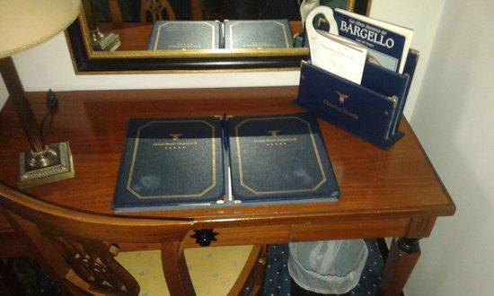 Hotel Federico II - Central Palace : tavolino