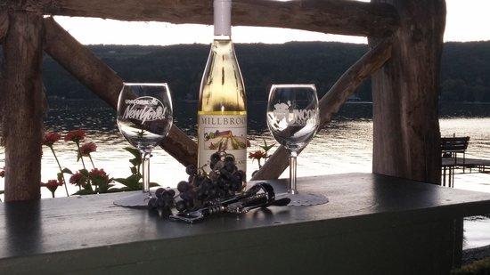 Finton's Landing B&B: Wine in the gazebo at sunset