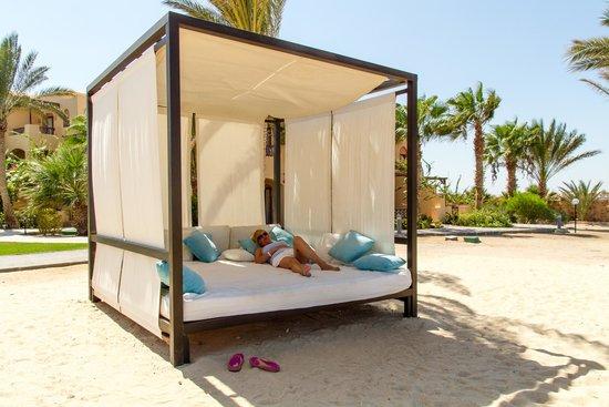 Steigenberger Coraya Beach: Beach bed