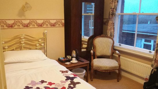 Leadon House Hotel: Cozy, Comfortable, traditional English room for one!  Lovely !