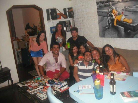 Happy Rio Hostel : grupo de viajeros