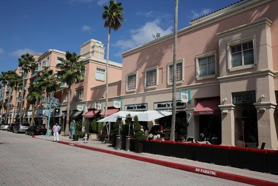 Boca Raton Fl Max Grille Restaurant 404 Plaza Real Picture
