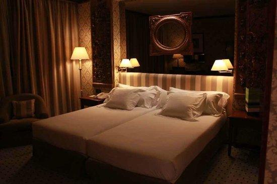Melia Zaragoza: Nice bedroom decoration