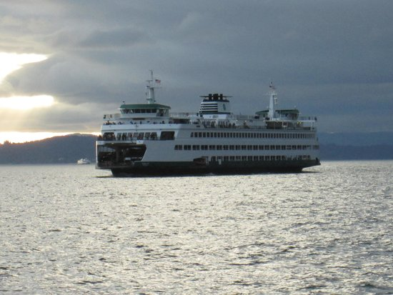 Ivar's Seafood Bar: WA State Ferry coming in.