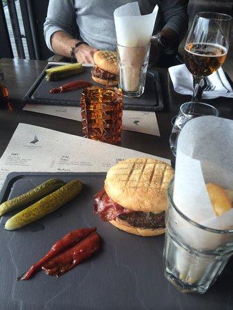 Holmenkollen Restaurant : Our lovely burgers