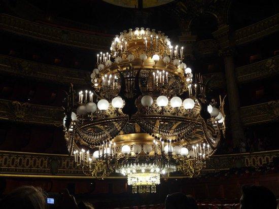 Lustre Paris : Le superbe lustre picture of palais garnier paris