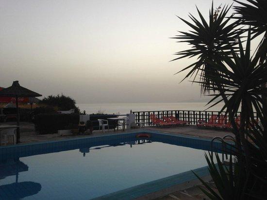 Havania Apartments: Poolside at 07:15