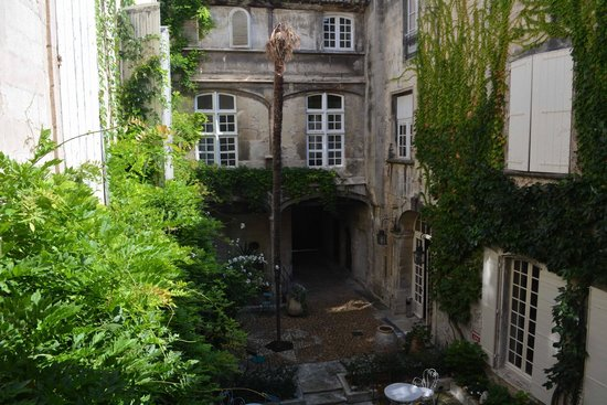 courtyard at Hotel d'Arlatan