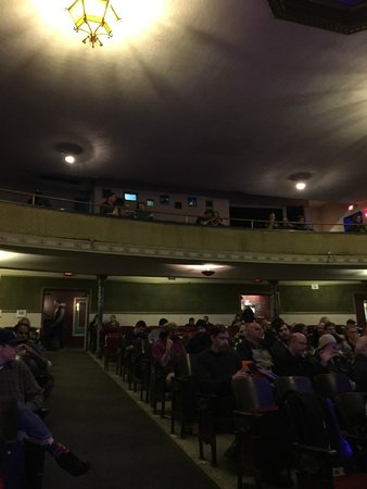 Aladdin Theater: Balcony for those who want to sit and see.