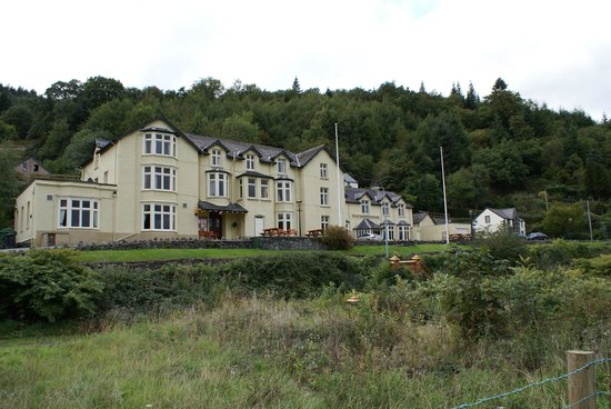 Princes Arms Hotel: View of hotel from the river