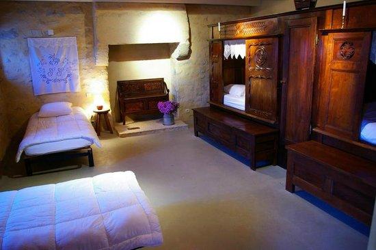 chambre avec des lits clos bretons une h bergement atypique picture of gite de meneham. Black Bedroom Furniture Sets. Home Design Ideas
