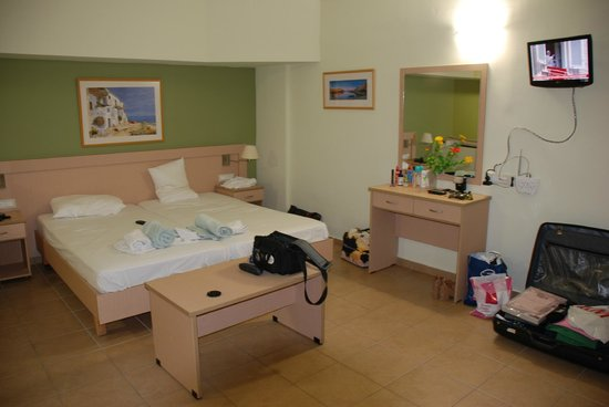Athina Beach Hotel : Room 102