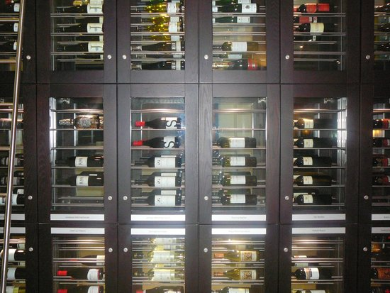 Berlin Marriott Hotel : Wine wall