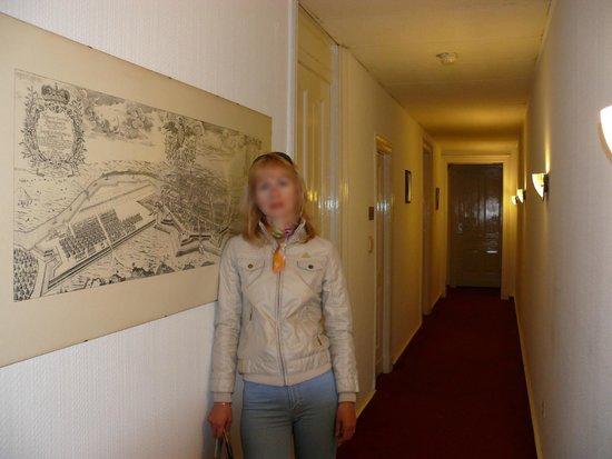 Comet Hotel: Коридор в отеле