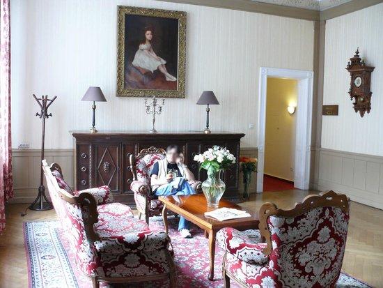 Comet Hotel: Почти дворцовая зала)