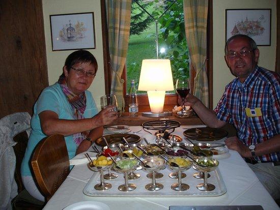Hotel Allalin: Fondue Chinoise, Prosit.