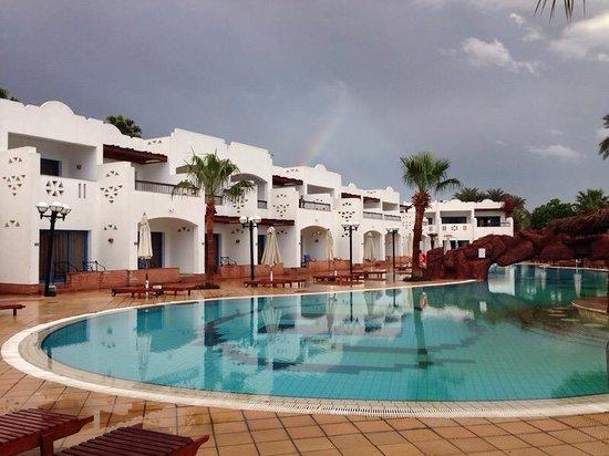 Hilton Sharm El Sheikh Fayrouz Resort : المسبح الرئيسي امام الغرف الجديده بهيلتون فيروز شرم الشيخ