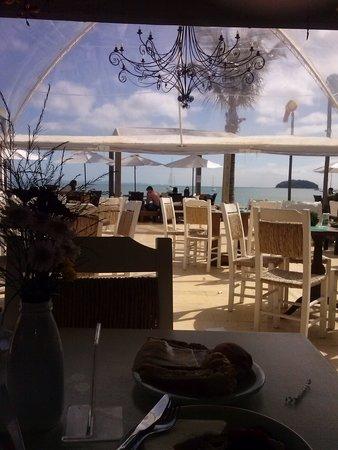 Pousada dos Sonhos: Café da manhã gostoso com vista para o mar; uma delícia!!