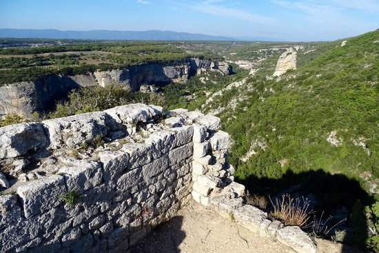 Fort de Buoux (Citadelle du Luberon) : View from the watch tower at the highest point of the rock (castle)