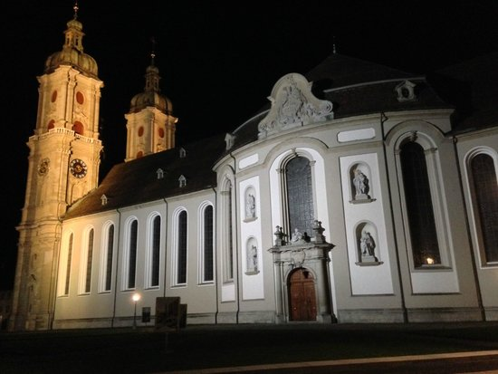 ‪‪St. Gallen‬, سويسرا: Cathedral by night‬
