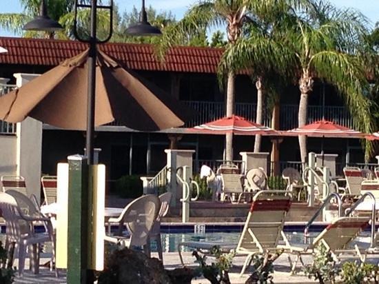 West Wind Inn: pool area