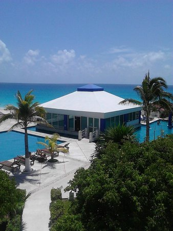 Solymar Cancun Beach Resort: Muy buen acceso al mar