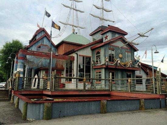 Pirate's Landing Seafood & Steak Restaurant: Outside Lookin In