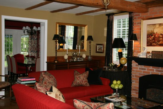 The Butler House Historic Bed and Breakfast: Lounge