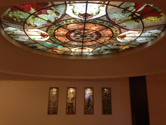Radisson Blu Leogrand Hotel : Beautiful Stained Glass Ceiling