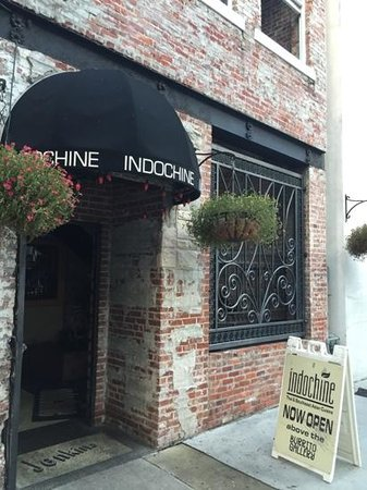 Indochine: Front entrance