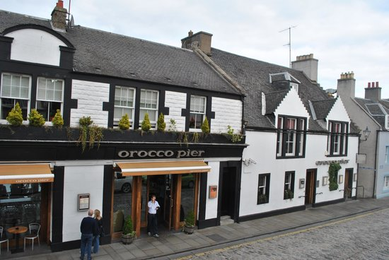 Orocco Pier : The front of the best hotel in South Queensferry.